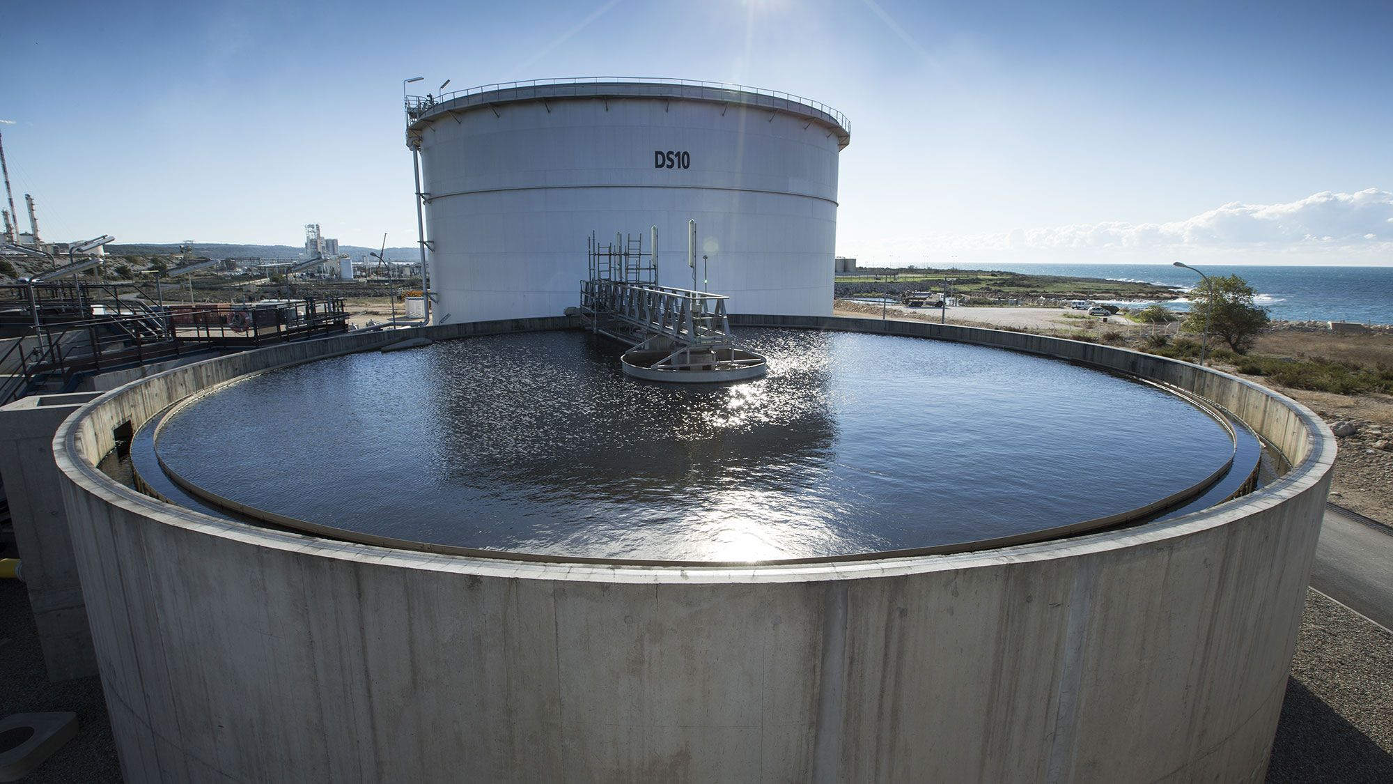 Limit the impact of wastewater treatment plants on their environment